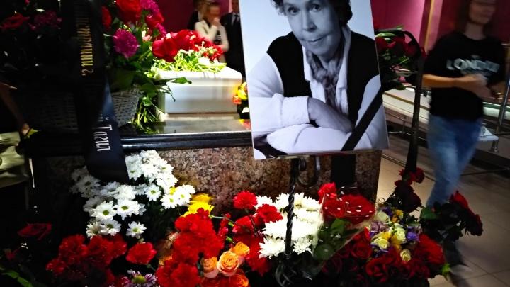 В память о первой жене Владимира Высоцкого на театре в Нижнем Тагиле установят мемориальную доску