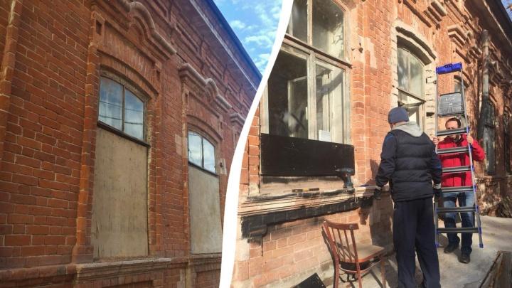 Вместо реставрации: в самарском особняке Сурошникова заколотили окна