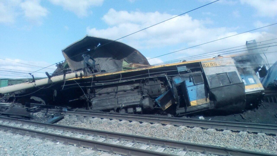 Трактор врезался вгрузовой состав— ДТП под Новосибирском