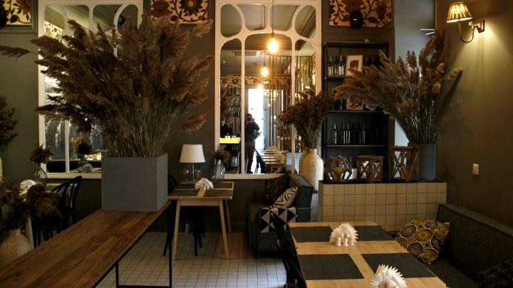 Владельцы сети кулинарий открыли на Советской винный ресторан с интерьерами столетней давности
