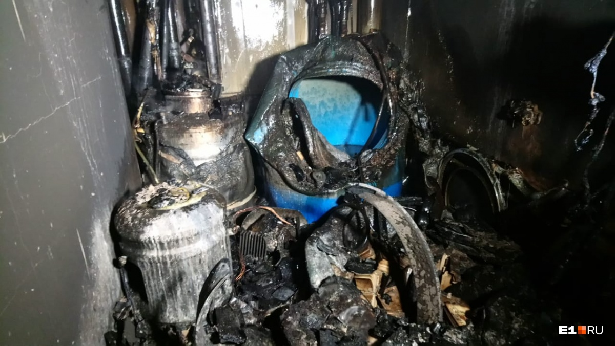 Основная версия — взрыв самогонного аппарата: все, что известно о пожаре в доме в Академическом