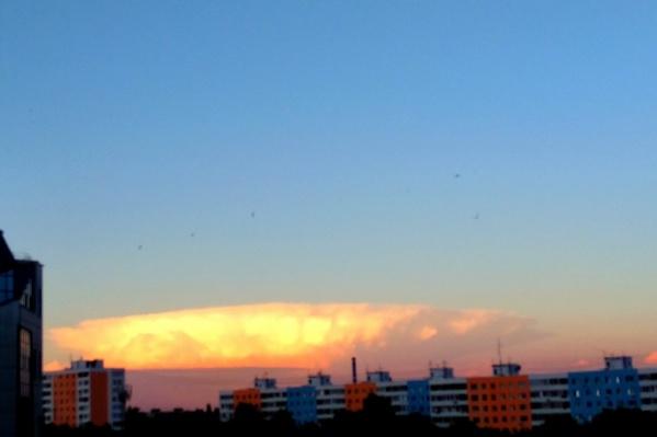 Облако выглядело действительно угрожающе