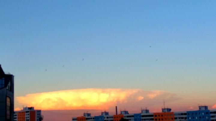 «Как ядерный гриб»: жителей Самары напугаловозникшее над городом странное облако