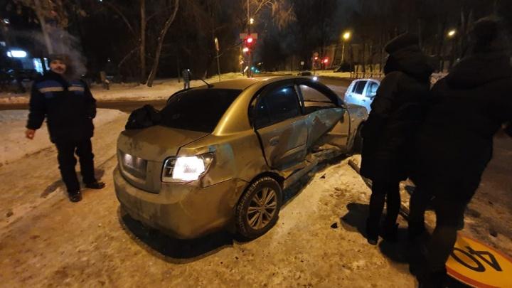 «Повезло, что на тротуаре пешеходов не было»: в ДТП на Эльмаше пострадали два человека