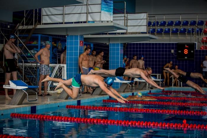 Новосибирские депутаты сдали нормативы ГТО по плаванию