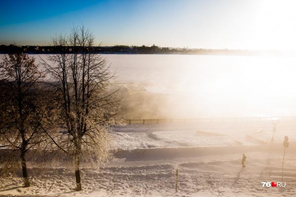 В День защитника Отечества в Ярославле будет солнечно, но днём на время небо может затянуть тучами и выпадет снег
