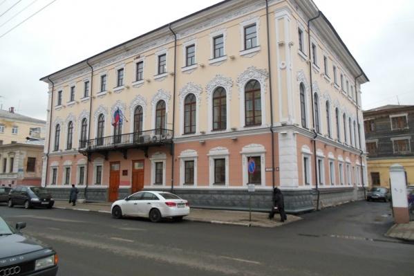 Когда-то в этом здании работала администрация Кировского района