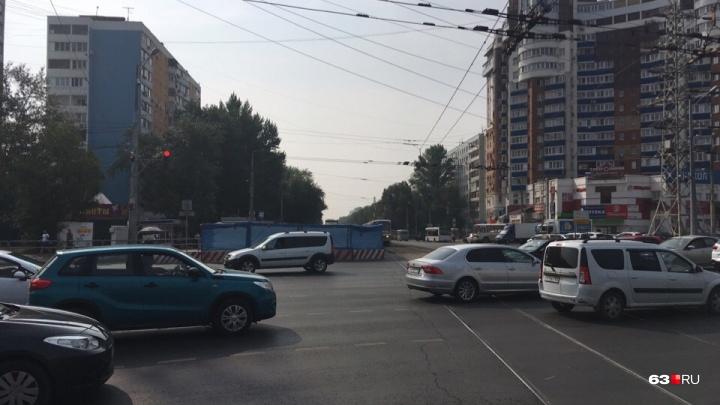 В Самаре улицу Ново-Вокзальную перекрыли до сентября