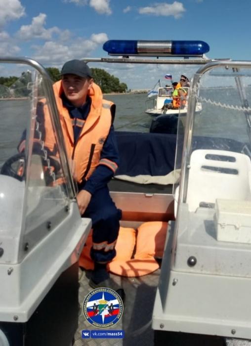 Оперативная группа взяла катер на буксир