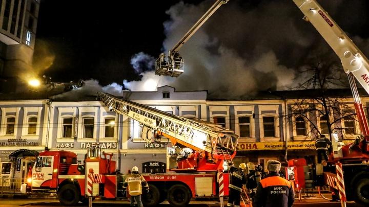 10 эффектных снимков с крупного пожара на улице Советской