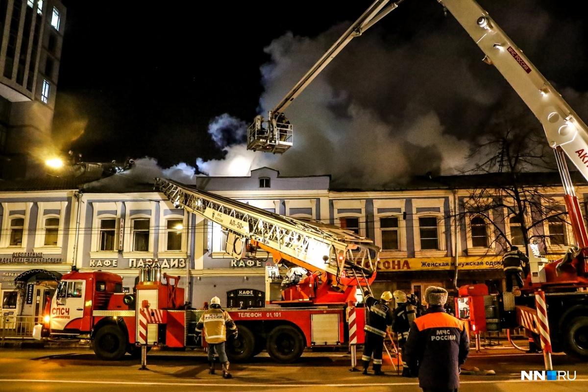 К месту происшествия выехали больше 10 пожарных машин