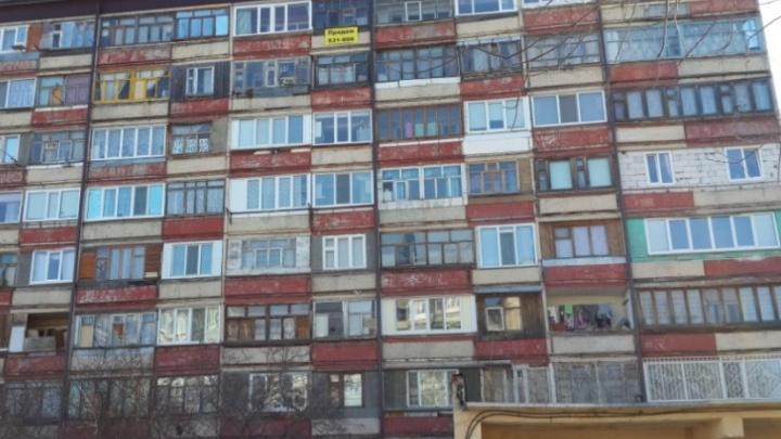 Пьяный тюменец, которого жена закрыла в квартире, спускался с шестого этажа по простыням