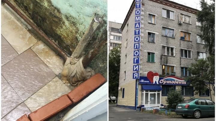 «Сантехник посмотрел и ушел»: дом на Фабричной несколько часов топило из-за прорыва в душевой