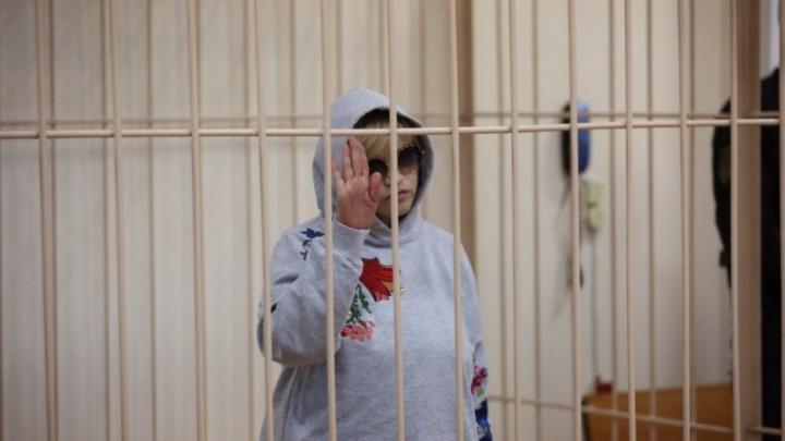 Суд оставил под стражей супругу экс-директора клиники Мешалкина