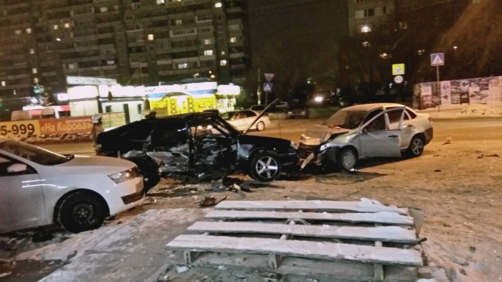 Женщину, которая погибла в перевёрнутой у Ленинградского моста реанимации, до сих пор не опознали
