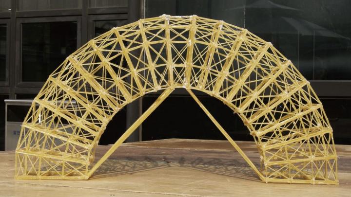 В Тюмени построят мосты из макарон (и это не новый суперпроект правительства)