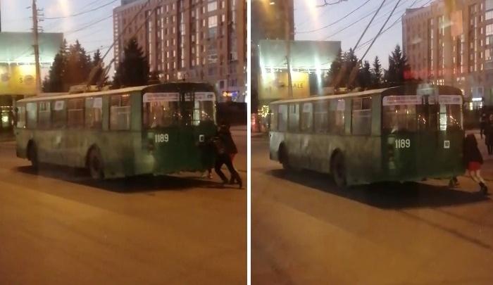 Вместо вечернего фитнеса: пассажирам пришлось толкать троллейбус возле ГПНТБ