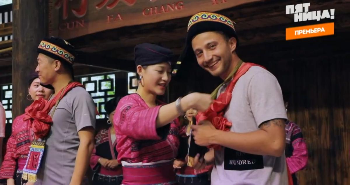 Зайцев принял участие в шоу, которое устраивают для туристов местные жительницы