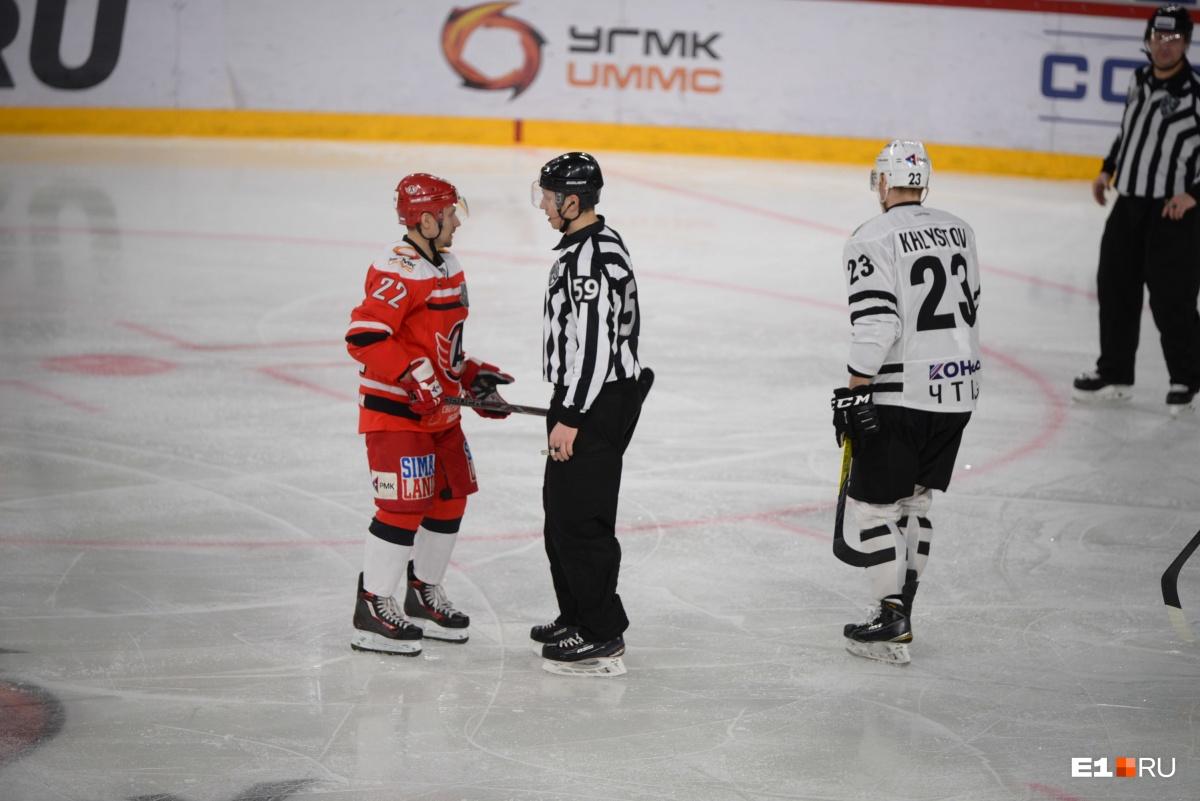 Драки, удаления и отмена шайбы: «Автомобилист» выиграл второй матч серии с челябинским «Трактором»