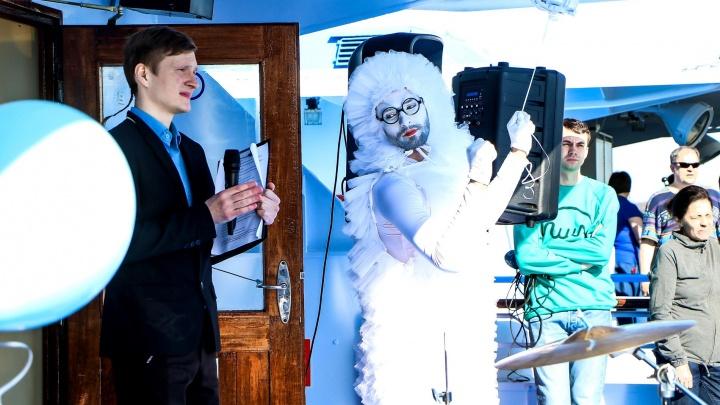С мимом в чепчике и виолончелью: в Нижнем Новгороде открыли речную навигацию