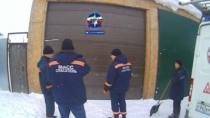 Чтобы вскрыть гараж, понадобилась помощь спасателей
