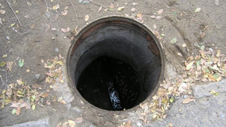 Попробуй унеси: волгоградские водопроводчики раскошелятся на «противоугонные» люки
