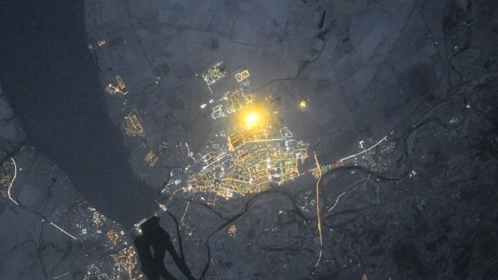 Российский космонавт снял из космоса свечение волжских теплиц