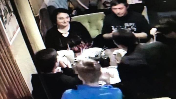 Было уже четыре случая: в Екатеринбурге посетители ресторана обманули официантку на 17 тысяч рублей