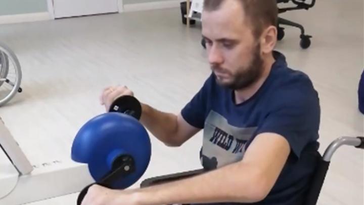«Это чудо!»: сломавший позвоночник ярославец заново учится сидеть и есть