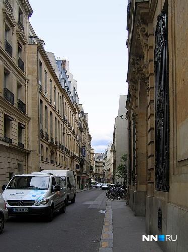 Второстепенные улицы слегка выгнуты, чтобы по ним никто не гонял