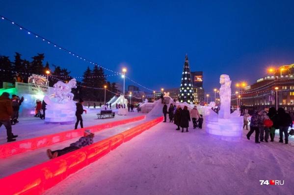 Фирма «Уральский лёд» выполняет работы по строительству городка в Челябинске несколько лет подряд