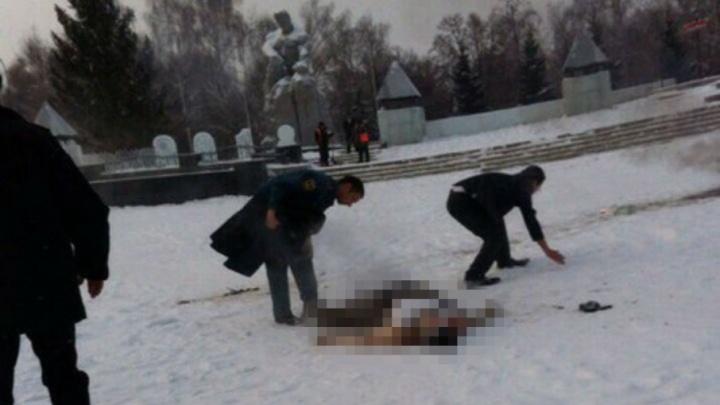На центральной площади города в Башкирии обнаружили обожжённого мужчину