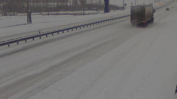 Сотни пассажиров застряли в Челябинске: на Южном Урале из-за снегопада закрыли участок трассы М-5