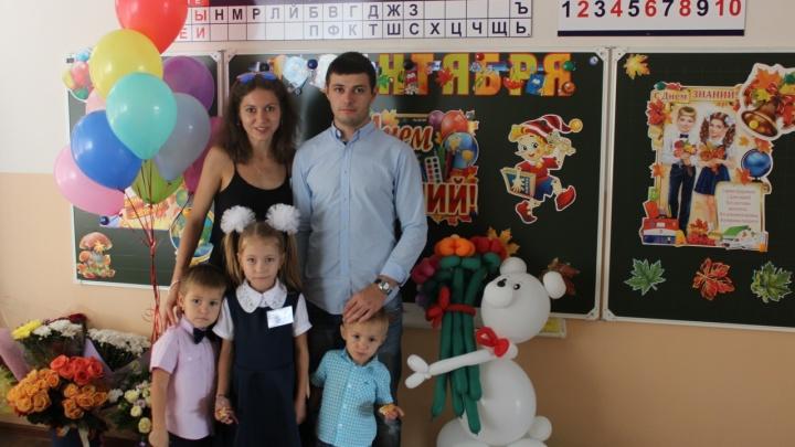 «Малыш с температурой 39°С»: многодетная волгоградская семья замерзает в заплесневелой квартире