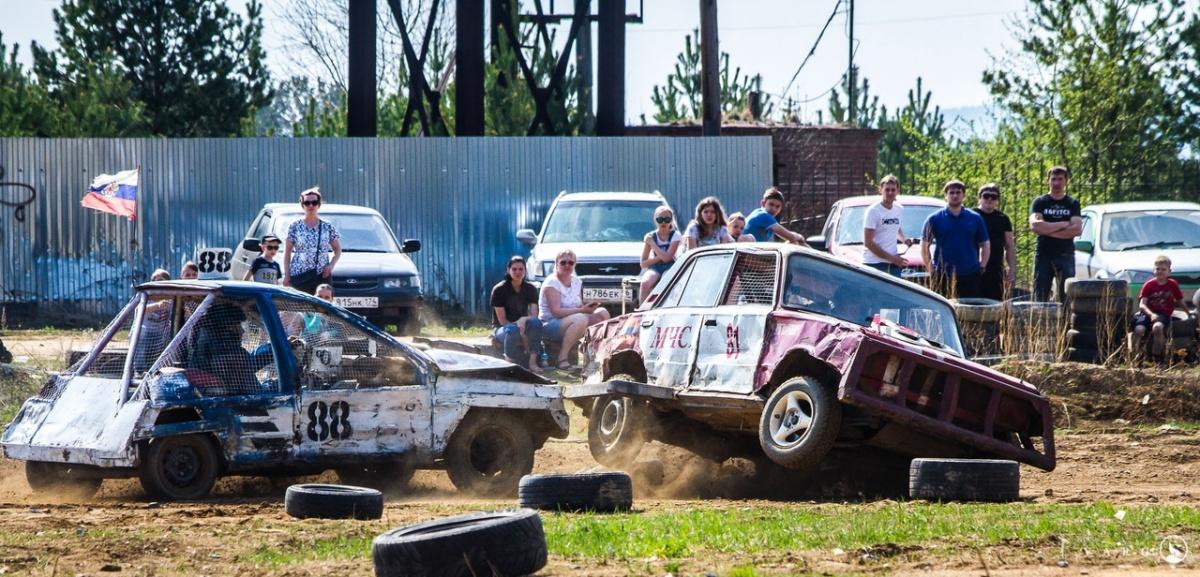 На гонках на выживание в Арамиле машины вязли в песке, переворачивались и вылетали с трассы