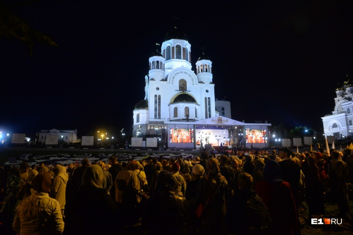 Божественную литургию возглавляли три митрополита и семь епископов со всего Урала