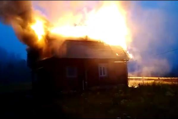 Пламя охватило дом в считаные минуты