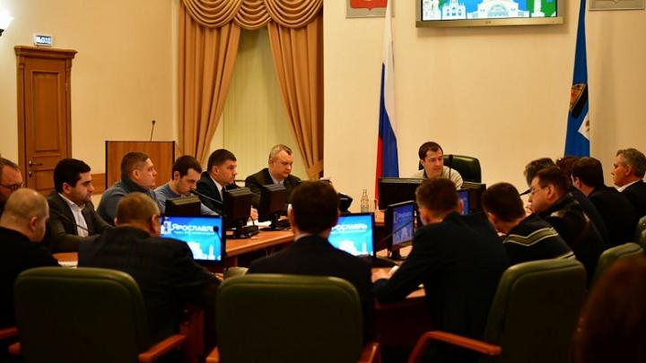 Мэр Ярославля собрал подчинённых в большом зале и запретил сидеть в маленьких кабинетах