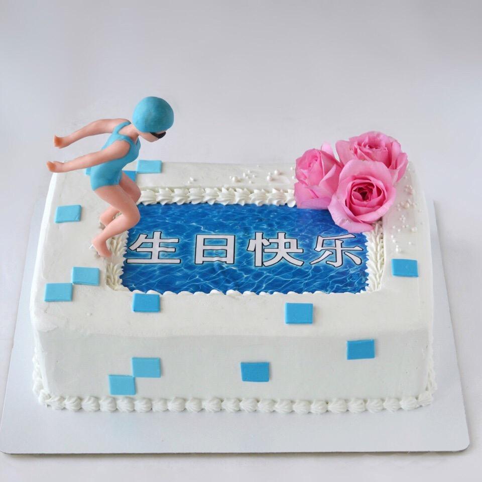 Такой торт заказали на 80-летие китаянке — любительнице поплавать