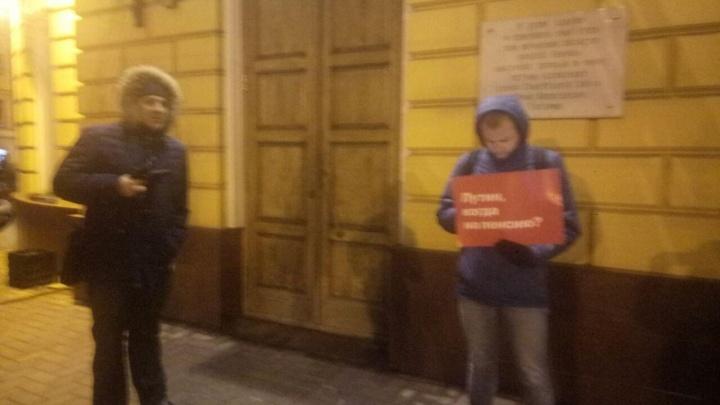 «Когда на пенсию?»: в Ярославле оппозиция устроила пикет для Владимира Путина
