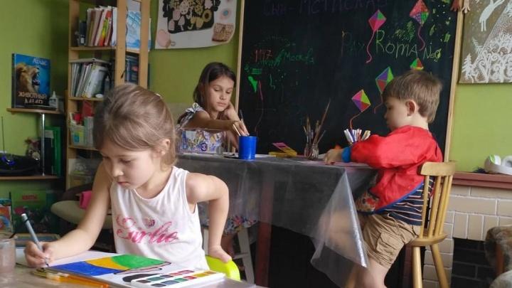 «В школе не получают качественного образования»: многодетный отец о том, почему его дети учатся дома
