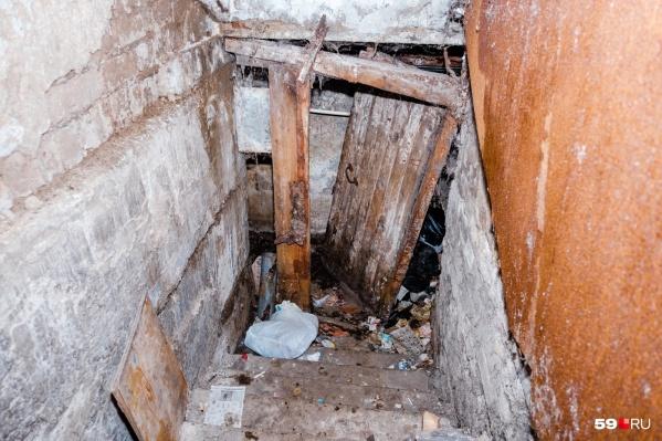 Жуткий вход в подвал