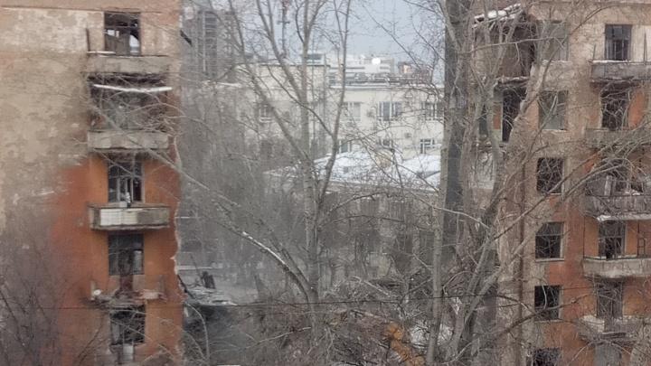 Облако пыли до третьего этажа: видео с места крушения шестиэтажки в «Городке милиции»