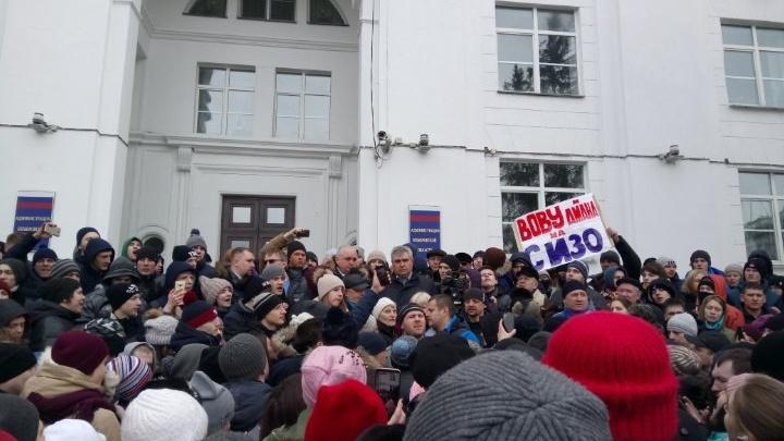 «Кто ответит?!»: онлайн-трансляция митинга в Кемерово