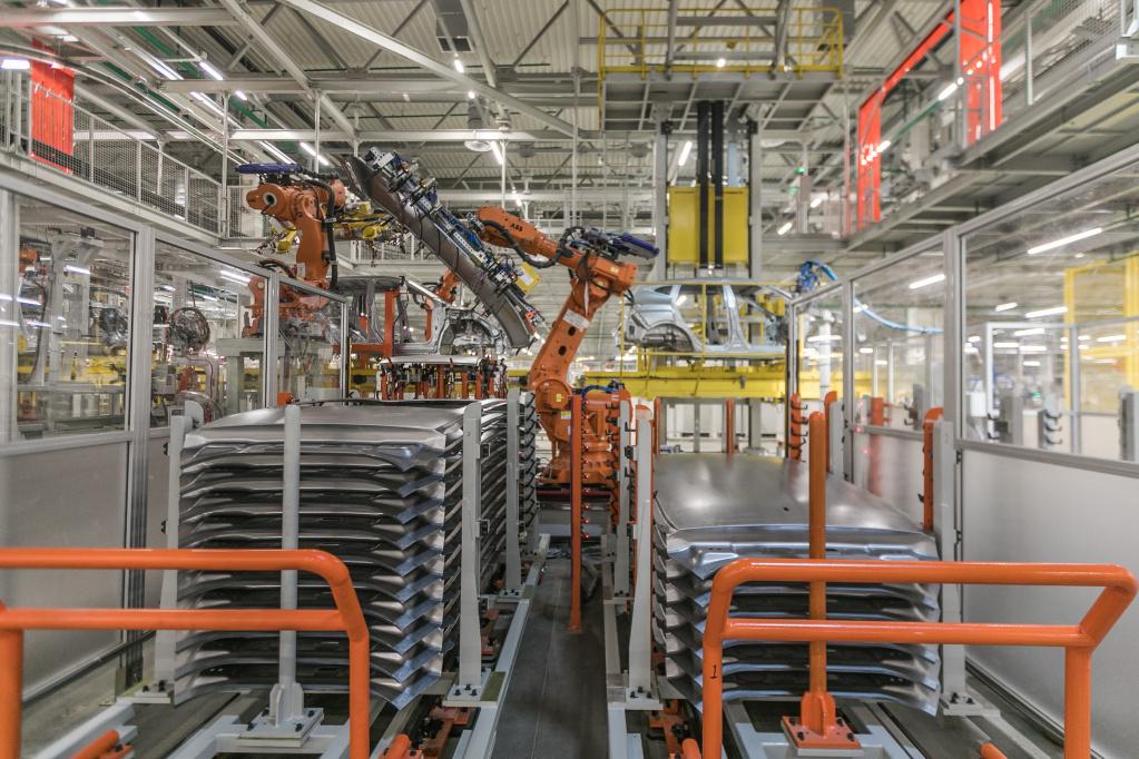 Производство на заводе под Тулой автоматизировано и предполагает достаточно много операций, включая сборку и сварку кузовов