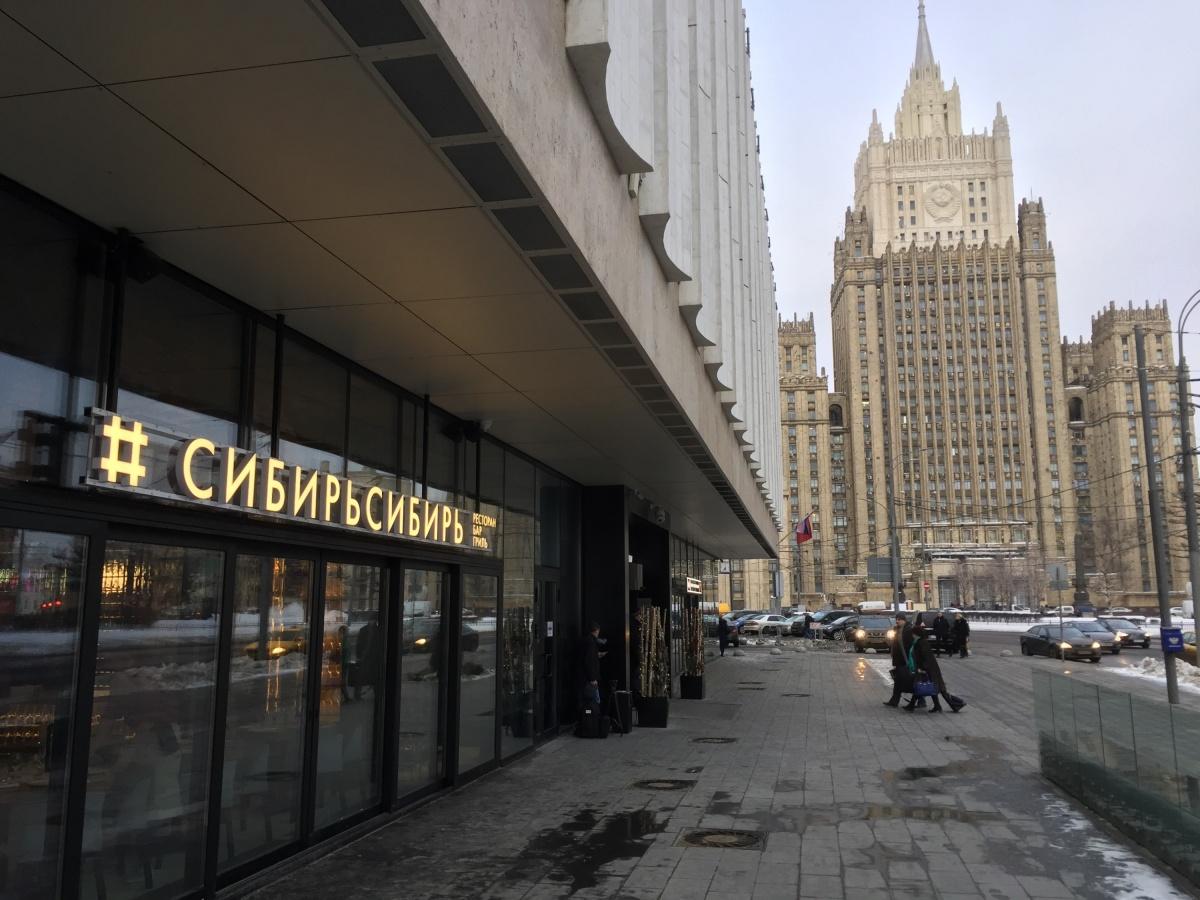 Ресторан выходит окнами на Смоленскую площадь