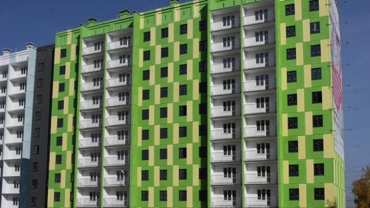 «Мы в растерянности»: дольщикам проблемного дома в ЖК «Яркая жизнь» представили нового застройщика