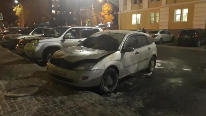Вечером в центре Архангельска горела иномарка