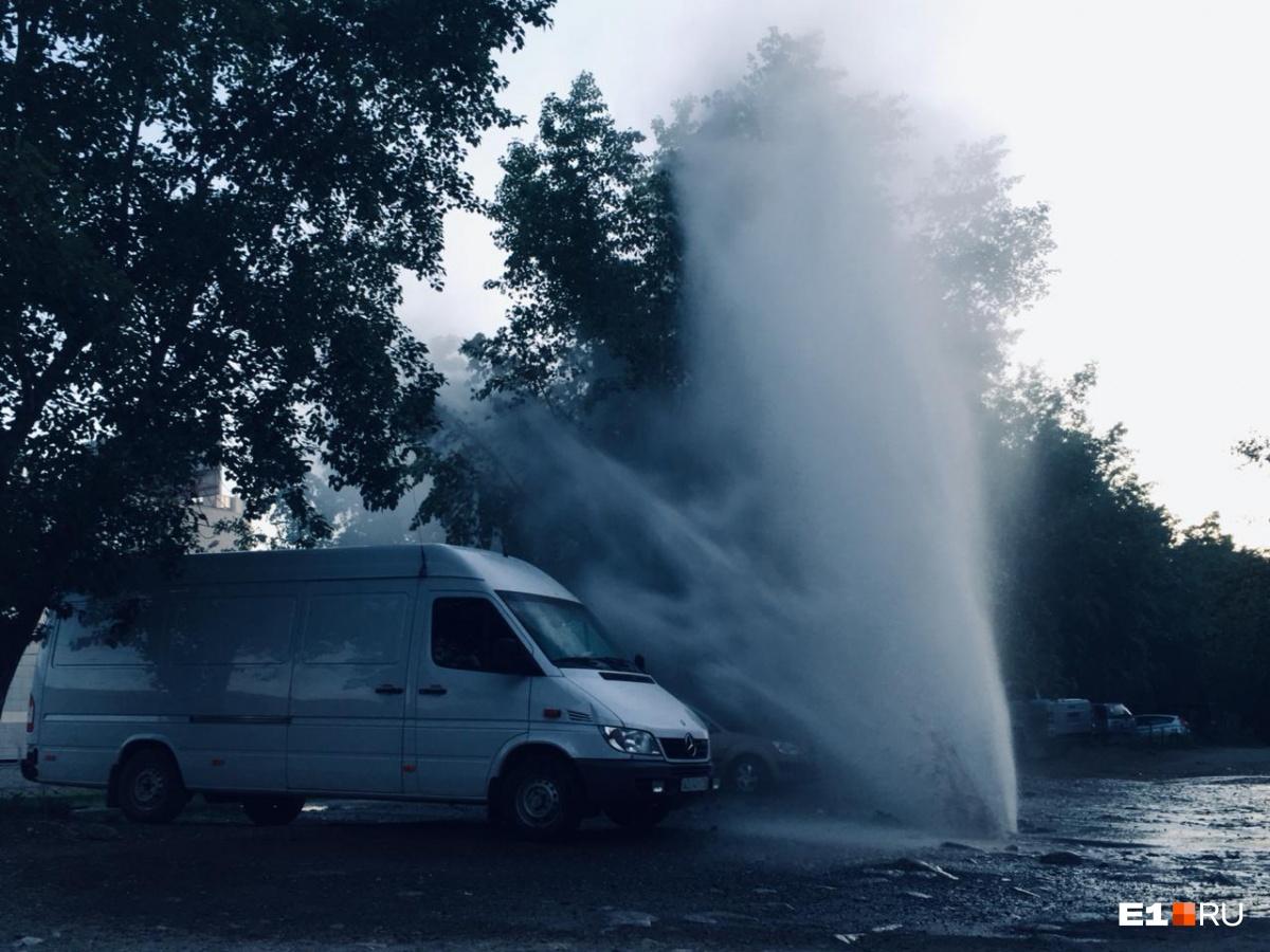 На Новой Сортировке и Юго-Западе во время опрессовок прорвало трубы