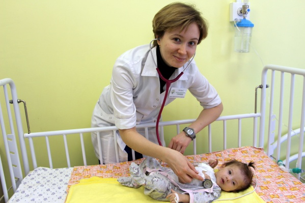 Ребенка пришлось подключить к аппарату, который помогал его сердцу работать, на 11 суток
